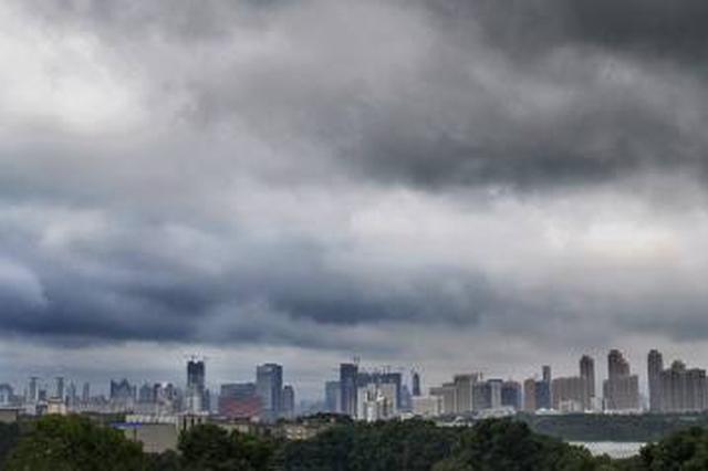 湖北武汉等地大雾阻交通 明冷空气南下能见度转好