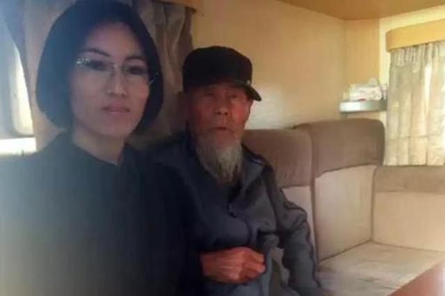 37岁女子救助90岁流浪汉 开房车带其周游全国(图)