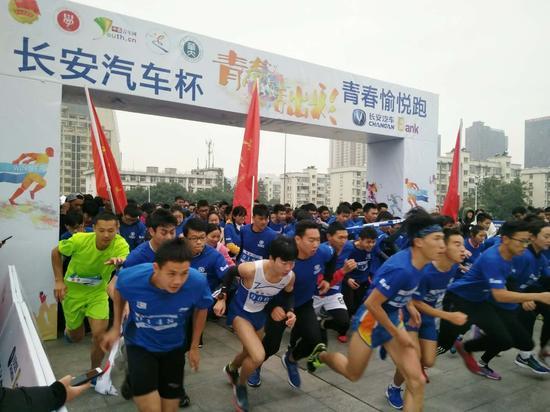 """2017""""青春愉悦跑""""华中首场比赛在华中师范大学开跑"""
