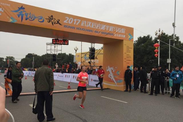2017武汉后官湖半马开跑 山东辽宁选手分获男女冠军