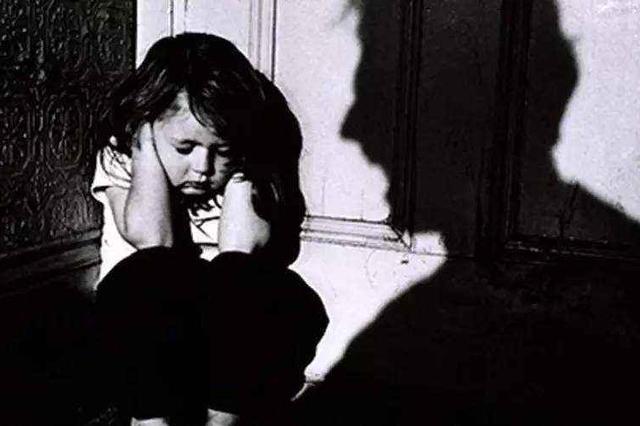 今日头条:北京红黄蓝幼儿园涉嫌虐童