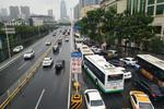 """武汉公交车禁止上高架 乘客""""望桥兴叹""""到何时"""