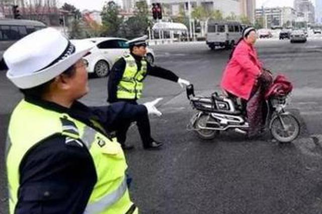 武汉电动车大整治首日扣车1325辆 坐后座阿婆称11岁