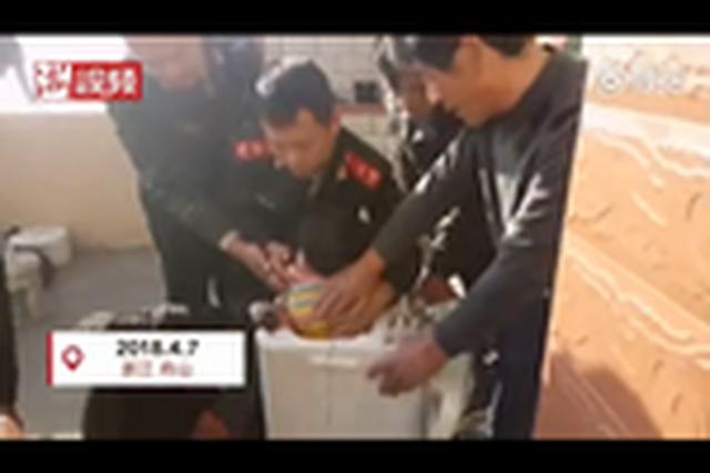 3岁女童捉迷藏身陷洗衣机 民警锯开脱水桶救人
