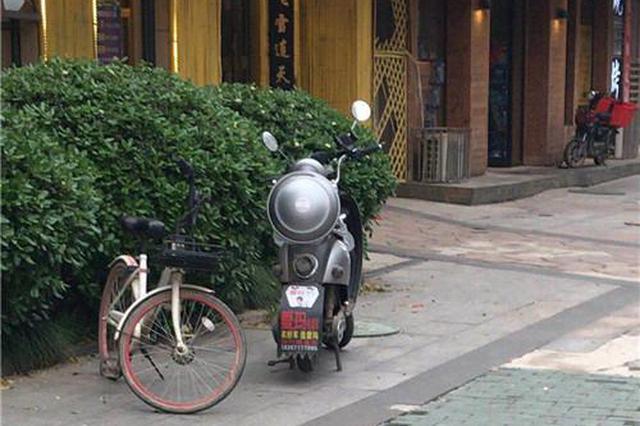 武汉一男子街边偷电动车 警方依托防盗芯片顺线追回