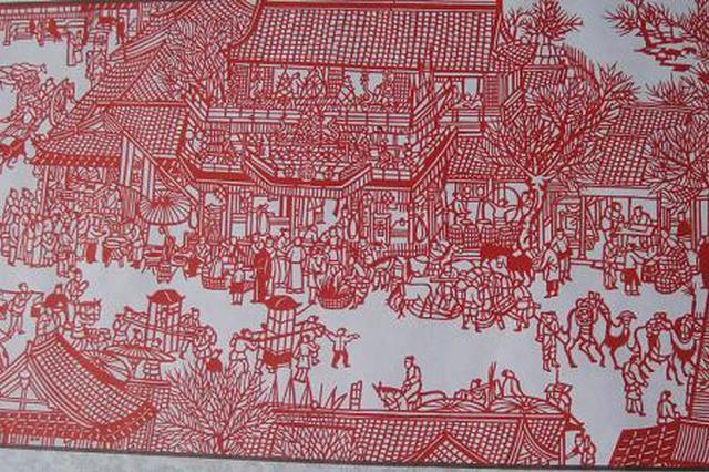 七旬老翁以剪纸为乐 两年半剪出15米《清明上河图》