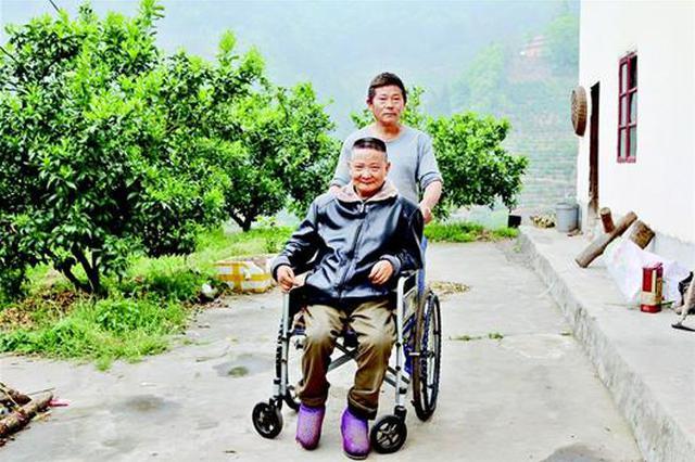 秭归汉子照料瘫痪哥哥34年:今生是兄弟我一定照顾好你