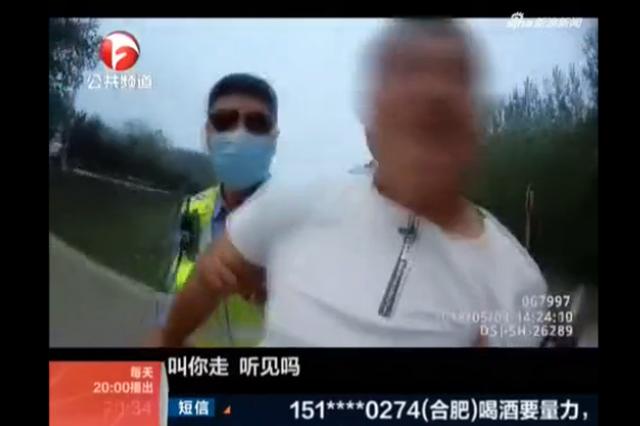 亳州一男子酒驾遇交警 换座位逃避处罚