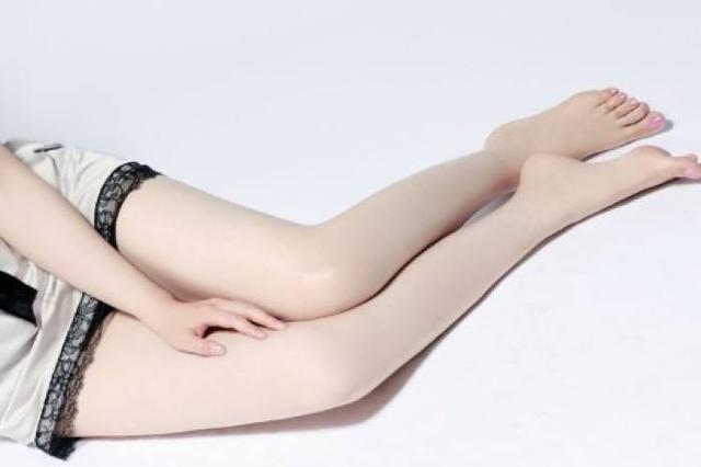武汉一仙鹤腿女孩到医院整腿 小腿越来越细竟是一种病