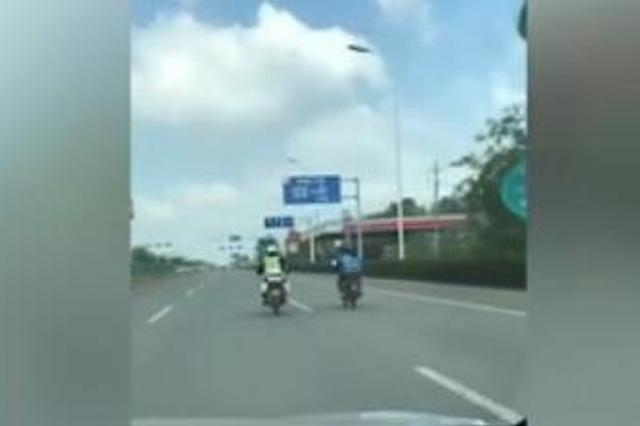 外卖小哥遇查躲交警追击 骑车一路狂奔