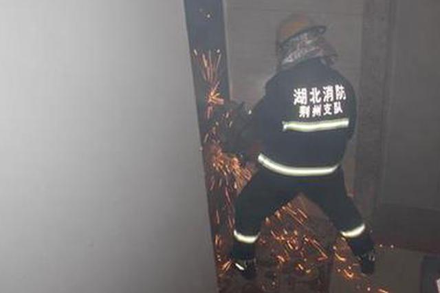 女子发自杀视频后紧锁大门 消防破门而入后哭笑不得