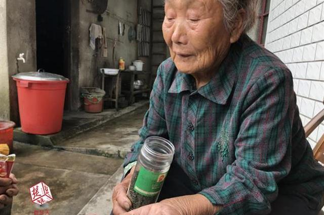 咸宁89岁婆婆义务烧茶数十载:我走了 就让儿子接着烧