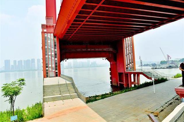 鹦鹉洲大桥武昌一侧被堵 原是保护水源封闭了闸口