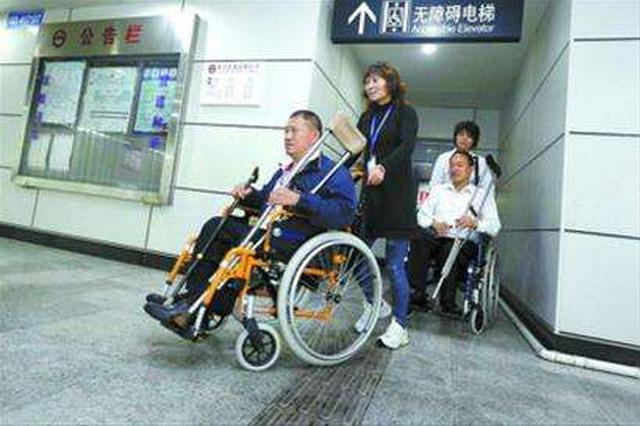 注意!电动轮椅不能进地铁 轮椅内蓄电池存安全隐患