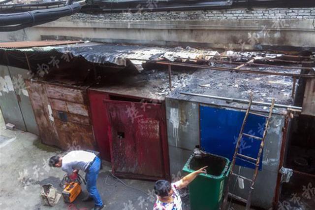 武汉一小区杂物棚清晨起火 疑似电线老化所致
