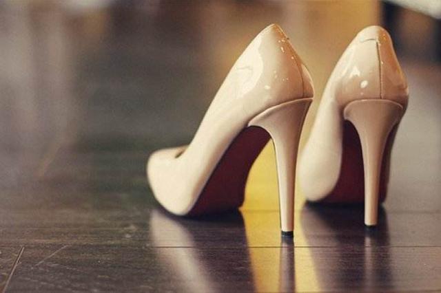 抑郁教师嫉妒表弟妻子能穿高跟鞋 对其儿女下杀手