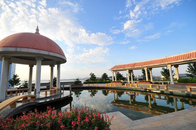 武汉一高校打造花园式校园 入选中国十大美丽湖畔大学