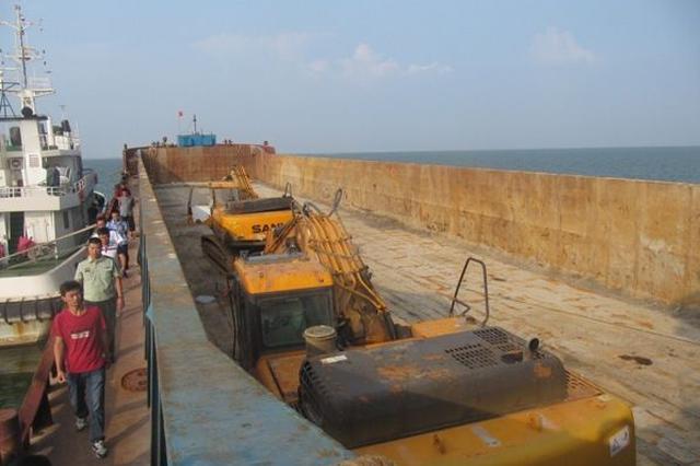 长江委联合湖北集中整治 查获12艘非法涉砂船舶