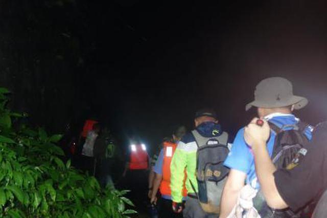 湖北一知名景区突发山洪 18人被困