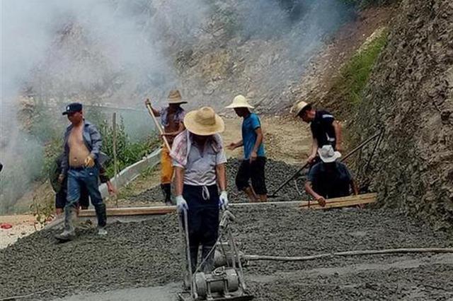 咸宁俩村支书垫资120万修路 预计8月底完成硬化