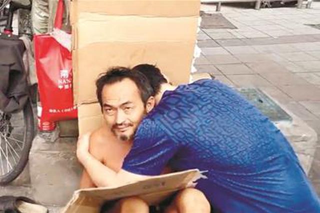 流浪16年的华师男子回来了 曾在东莞义务扫大街10年