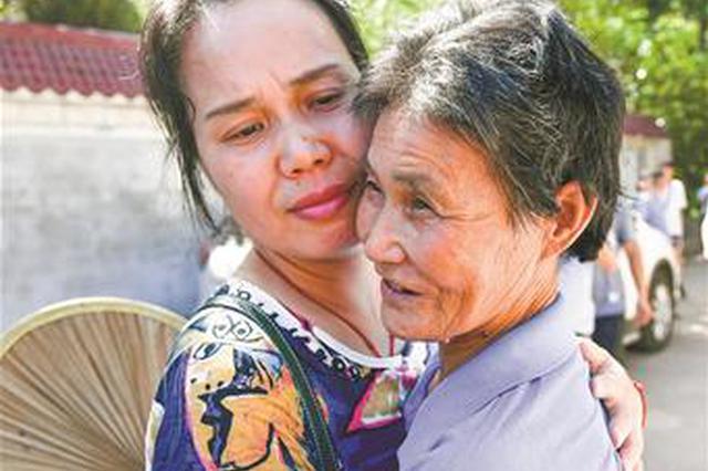 武汉女子精神失常后走失28年 两省救助站帮她找到家