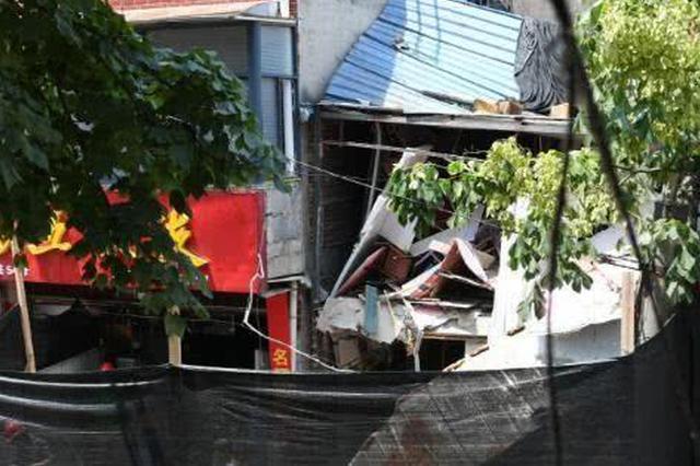 突发!武汉一餐馆突发燃爆房体垮塌 警方介入调查