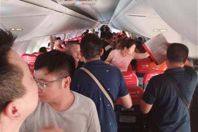 乘客三度登机没飞成 武汉部分游客放弃巴厘岛包机游