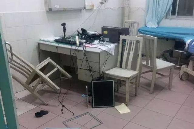 两醉酒男打砸急诊室 造成3万多元设备损失被判刑