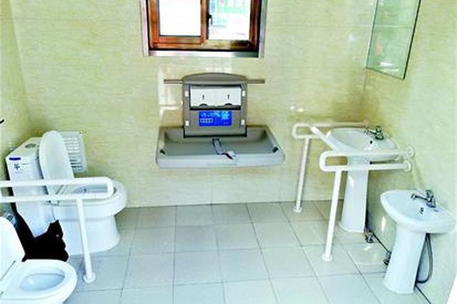 亲子厕所亮相武汉街头 可免除家长带幼儿如厕的尴尬