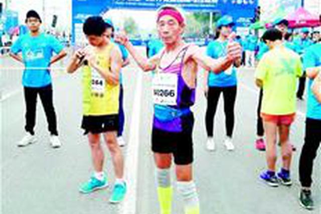 钟祥71岁老人4年跑了22个马拉松 希望能跑到80岁