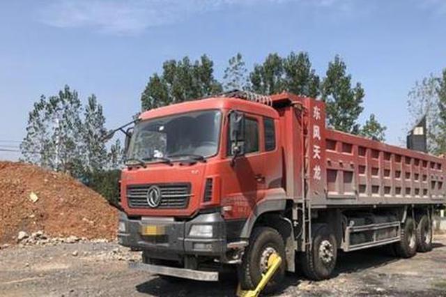 孝感一货车超载58.7吨 司机被查后还强行开走