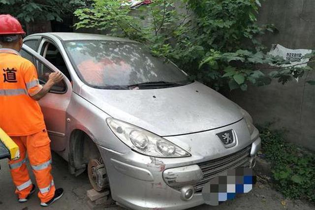 武汉一小车有215条违章扣325分 罚款总额2万多