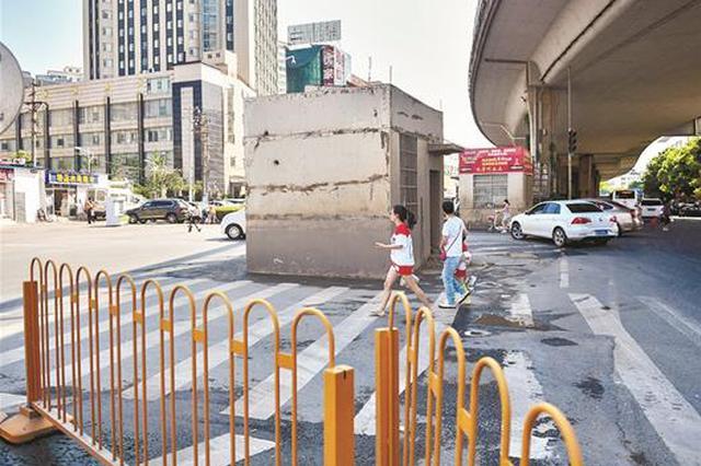 武汉三间扳道房盘踞路中央 曝光后已经悄然拆除