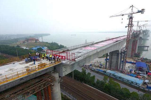 汉十高铁一转体桥成功转体 为全线最重跨度最大