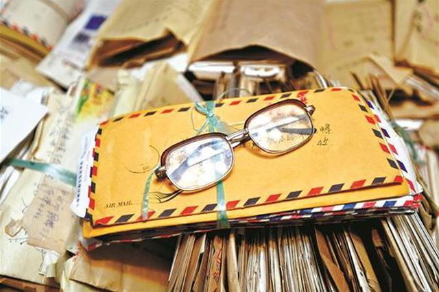 湖北八旬老人家藏8000封书信记录六十载岁月流光