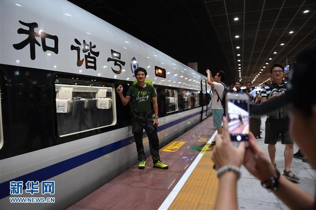广深港高铁全线开通运营 武汉乘高铁4小时38分到港