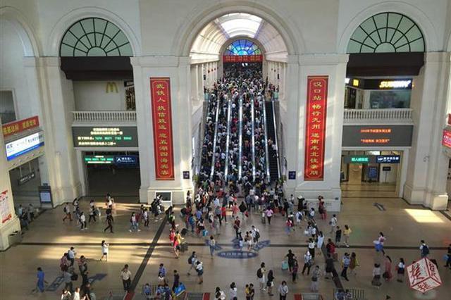 中秋小长假第二天 武汉三大火车站送客22.5万人次