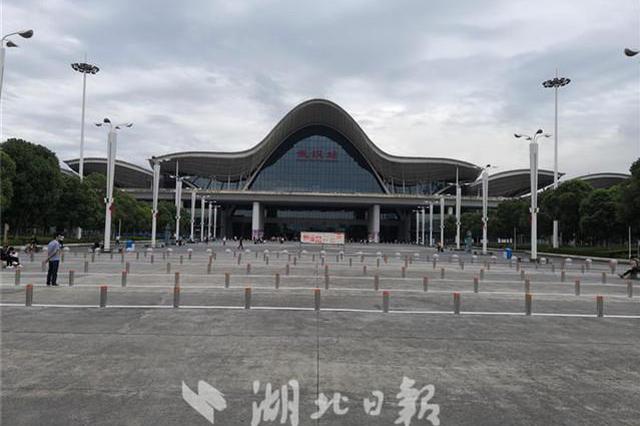 武汉火车站西广场增设5车道可临停 已正式启用