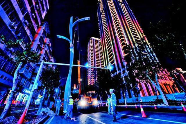 智慧路灯亮相武汉街头 集成监控、充电桩等多项功能