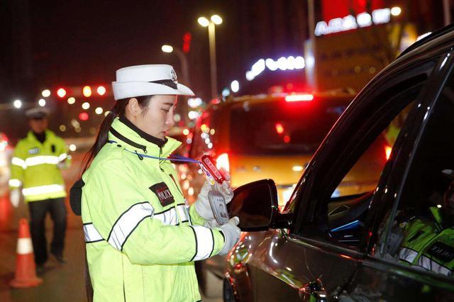武汉上月共查获酒司机732名 九司机二次酒驾掉得大