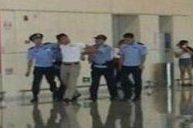 因小事在机场互相扭打 5乘客从巴厘岛回汉就进拘留所