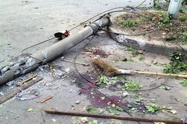 武汉施工队拆房时不慎砸断电缆 小区已停电一天