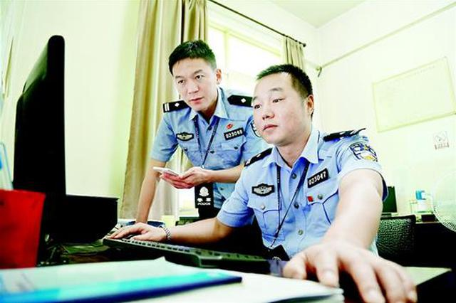 """江城警界有对""""筷子兄弟"""" 联手抓获千余嫌疑人"""