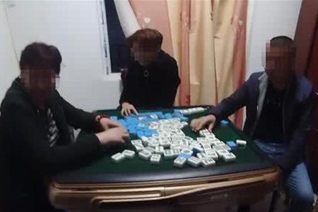湖北一赌博窝点藏身家属大院 警方出击抓获17人