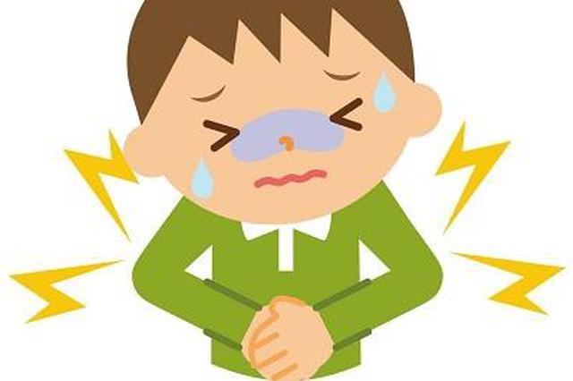 男童肚痛多日以为蛔虫作怪 就医发现腹部被踩伤