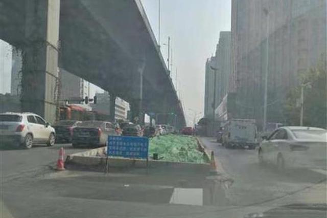 鬧市荒地占據車道長達2年 武漢市巡查組介入督導整改