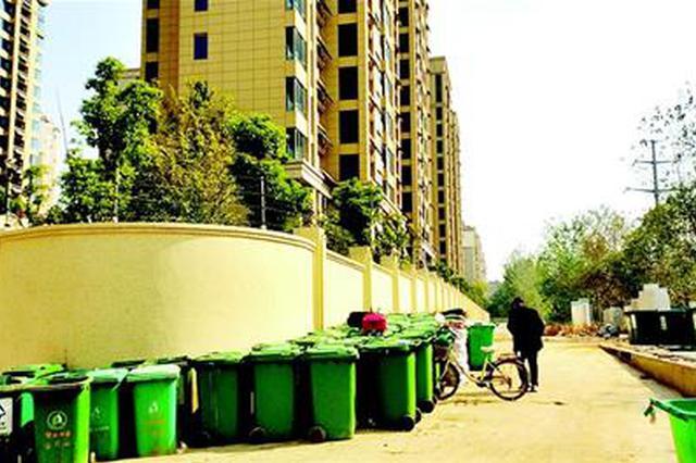 小區一墻之隔的空地上將建垃圾站 業主表示難以接受