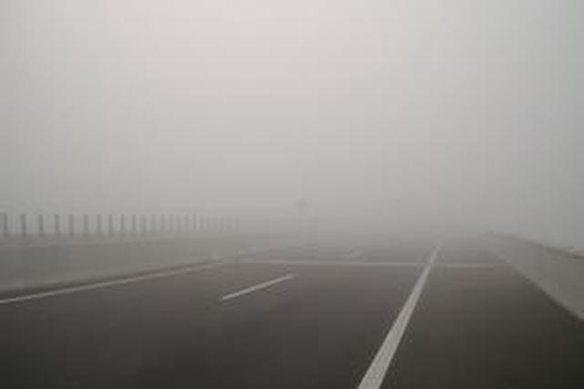 湖北部分高速公路因大霧關閉 請司機注意繞行