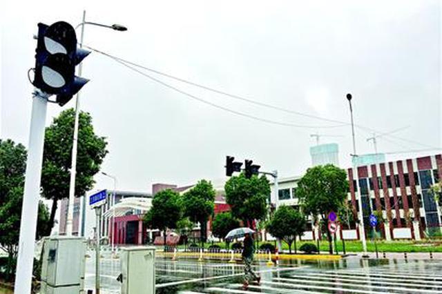 武汉一十字路口没有红绿灯事故多发 下周将亮灯